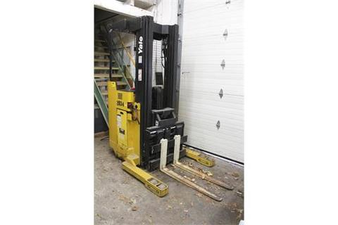 """YALE MODEL NR035ADNS24T5095 STAND UP ELECTRIC REACH TRUCK S/N B815N01726V, 24 VOLT, THREE STAGE MAST, SIDE SHIFT, 212"""" MAX LIFT, METER SHOWS 499 TRUCK HOURS, 479 DRIVE HOURS, 26.7 HOIST HOURS, WITH YUASA EXIDE WORKHOG MODEL W3-12-865 24 VOLT CHARGER"""